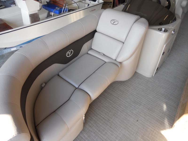 ... Plush, High Quality Interior Fabric, 9ft Bimini Top, Full Boat Cover,  Docking Lights, Ski Tow Bar, Tons Of Storage, Aluminum Trailer With  Maintance Free ...